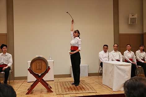 Sherry lovers in Japan take to the art of venencia